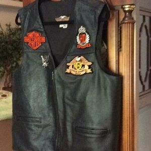 Harley Davidson leather vest large black with pin